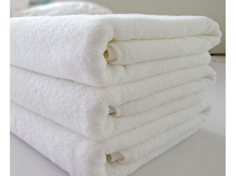 Полотенце махровое белое гостиничное